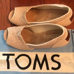 TOMS Wedge Natural Woven Diamond Size 7.5
